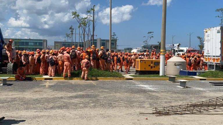 Paran trabajadores de ICA en refinería Dos Bocas; demandan mejores  condiciones laborales